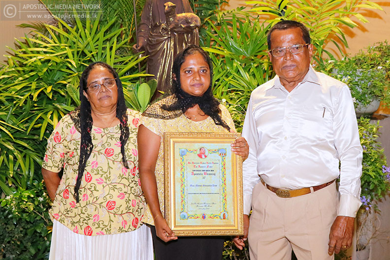 His Holiness The Apostle presents the Apostolic Blessing Certificate to Miss Manoji Dias