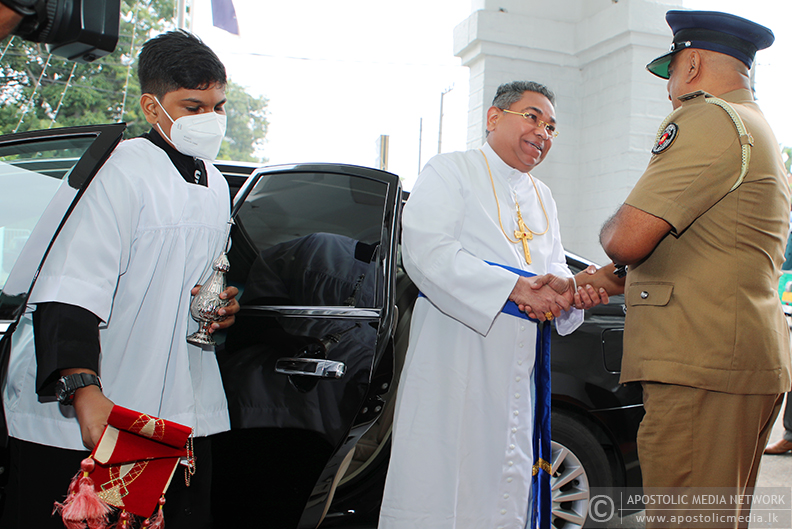 His Holiness The Apostolic Father blesses the statue of Christ at the Office of Superintendent of Police, Negombo